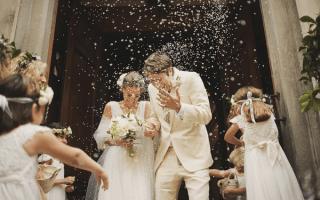 Waarom gooien we rijst tijdens huwelijken?