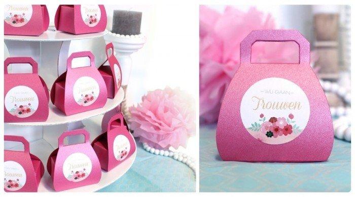 Roze bedanktasjes van LocoMix op de bedankjestafel