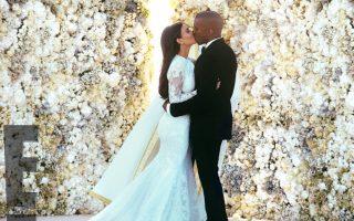 Kim Kardashian bruiloft bloemenwand